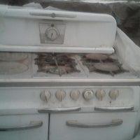 kitchen antique wood/gas stove