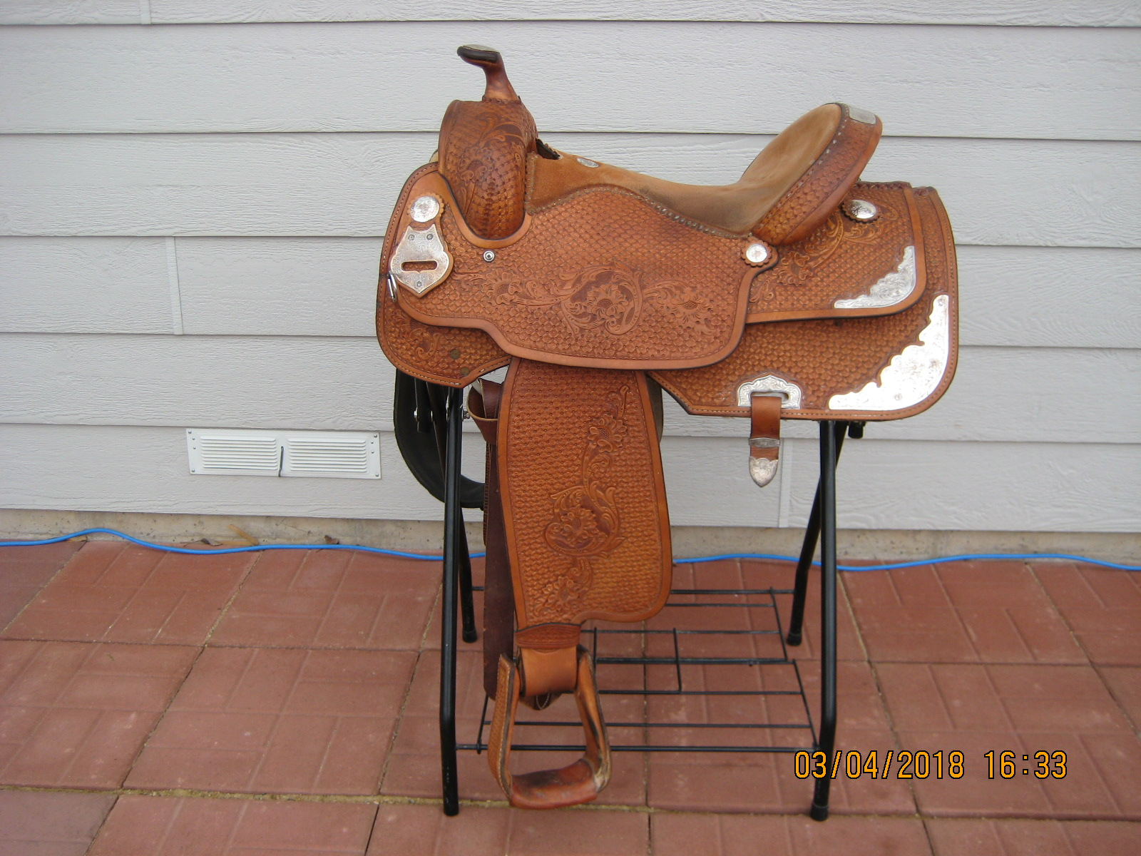 Double J Saddle 16 inch Pleasure/Trail/Show with Saddle Pad